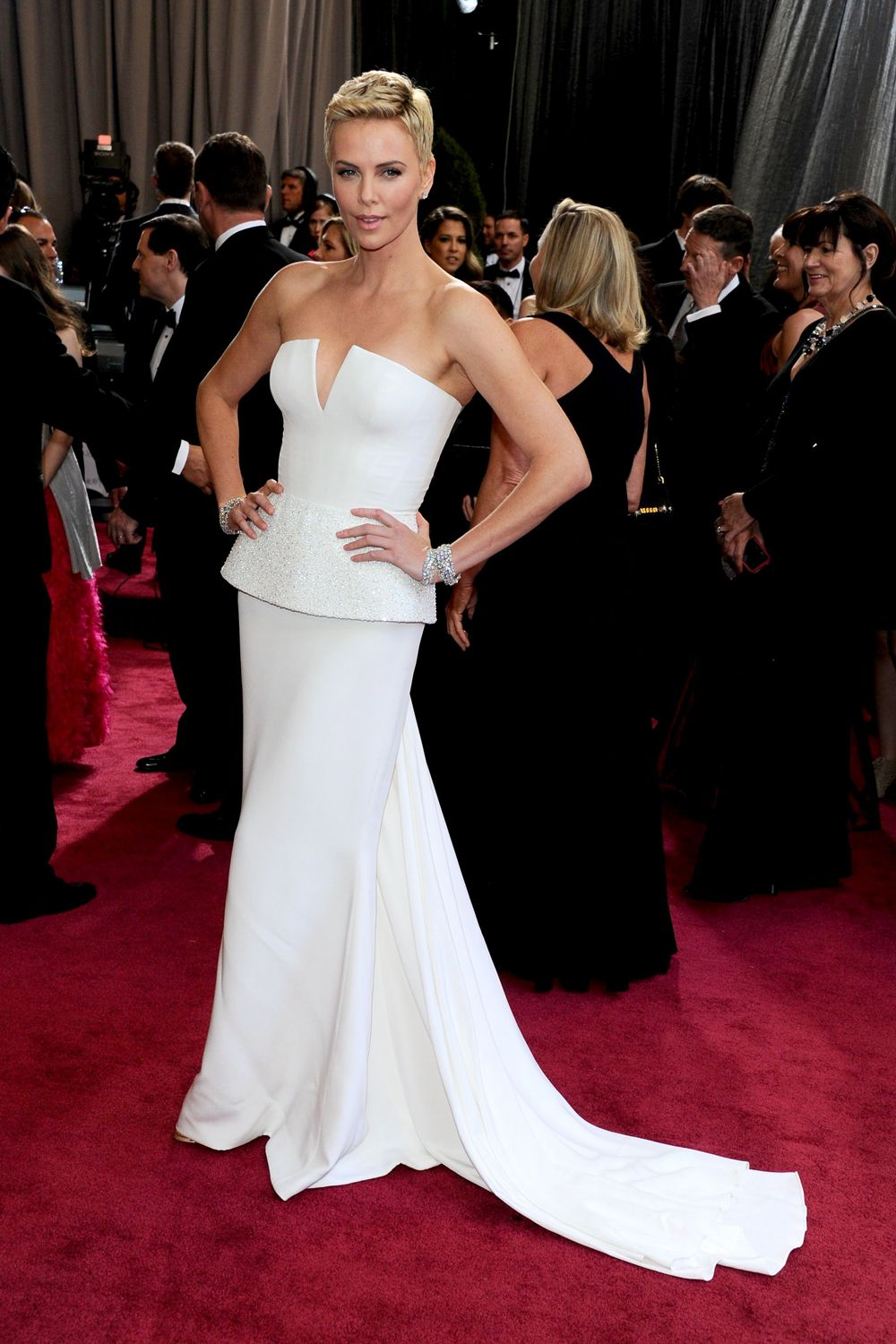 Best Oscar Dresses Of All Time, From Audrey Hepburn To ...