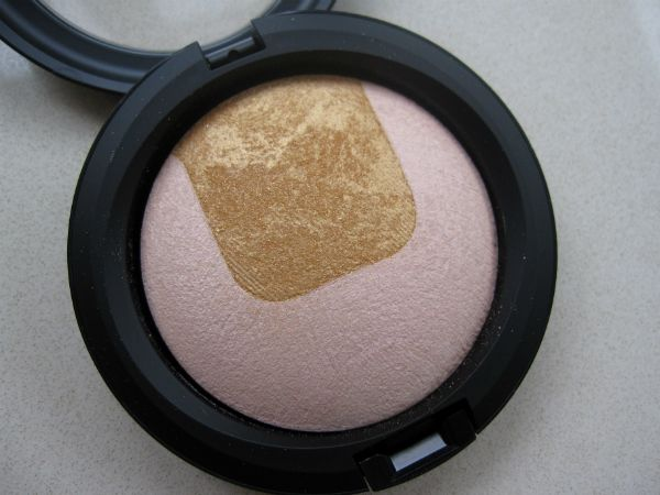 MAC Divine Night Mineralize Eye Shadow