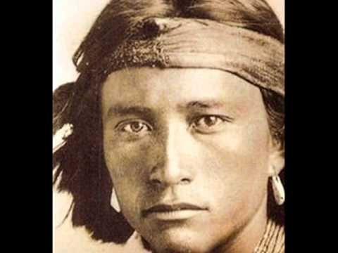 Estas imagens mostram o primeiro contato de uma tribo da Papúa Nova Guiné com um homem branco em 1976. A tribo chama-se Toulambi e as reações ao ver um homem...