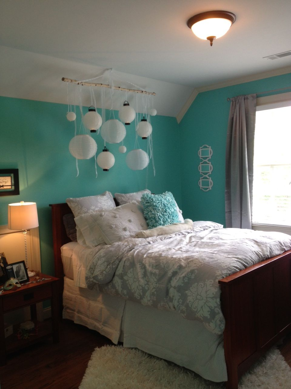 I helped my sister in law redecorate my niece 39 s bedroom for Redecorate my bedroom