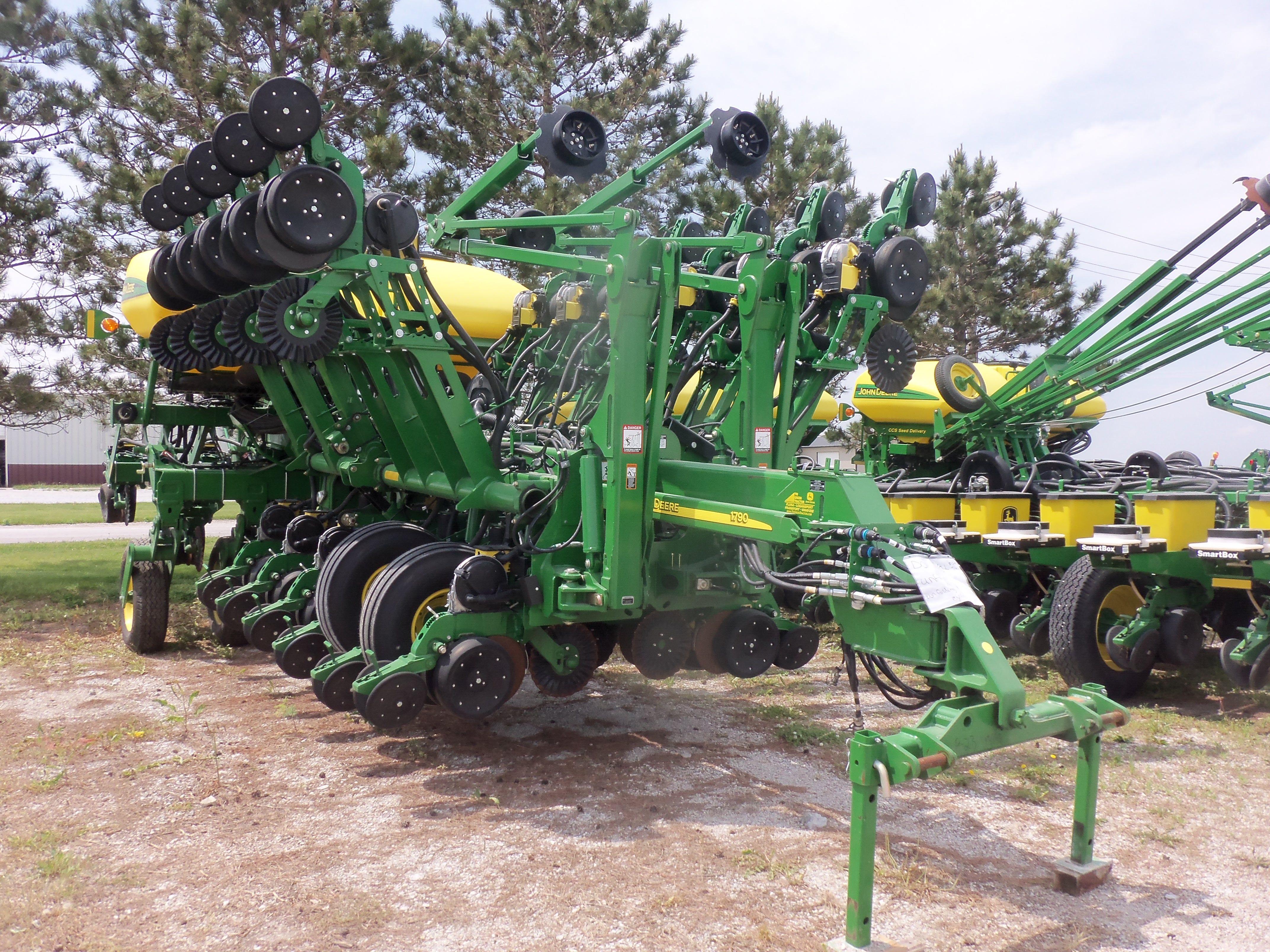 John Deere Flower Pots : Row john deere corn planter tractors