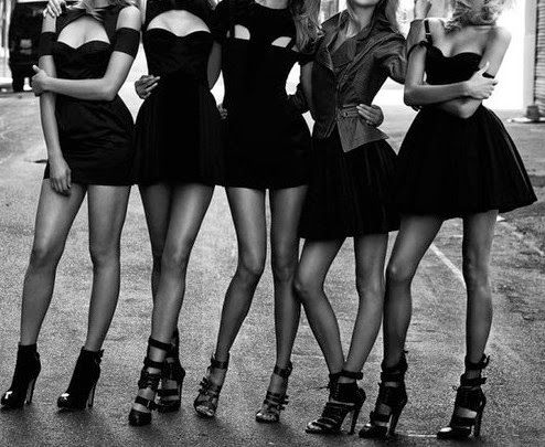 Nakedlydressed: How to dress like Parisian?