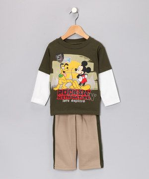 A lucky little mouseketeer will be ready for daycare and beyond in this sweet set. The cool colors and Mickey design add fun to a wardrobe, while the long sleeves are warm enough for breezy mornings and afternoons.