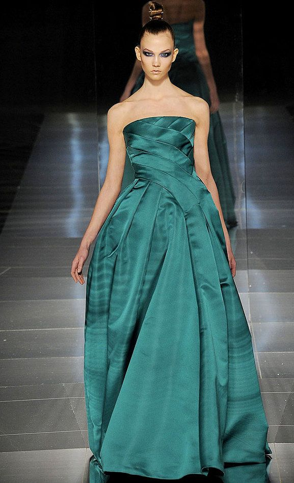 she-loves-fashion:    SHE LOVES FASHION:  Valentino Spring 2009