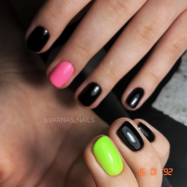 Neon love 💓  #neonnails #brightnails #nailsdid #nailstagram #nailsofinstagram #nailsonfleek #pinknails #abstractnails #greennails #gelnails #gelmanicure #blacknails #shortnails #accentnails #featureme #undiscoverednailtech #manicure #mani #manikiuras #vilnius #lithuania #nagai #geliniainagai #dovilemattnailtrainings #indigonails #gelish