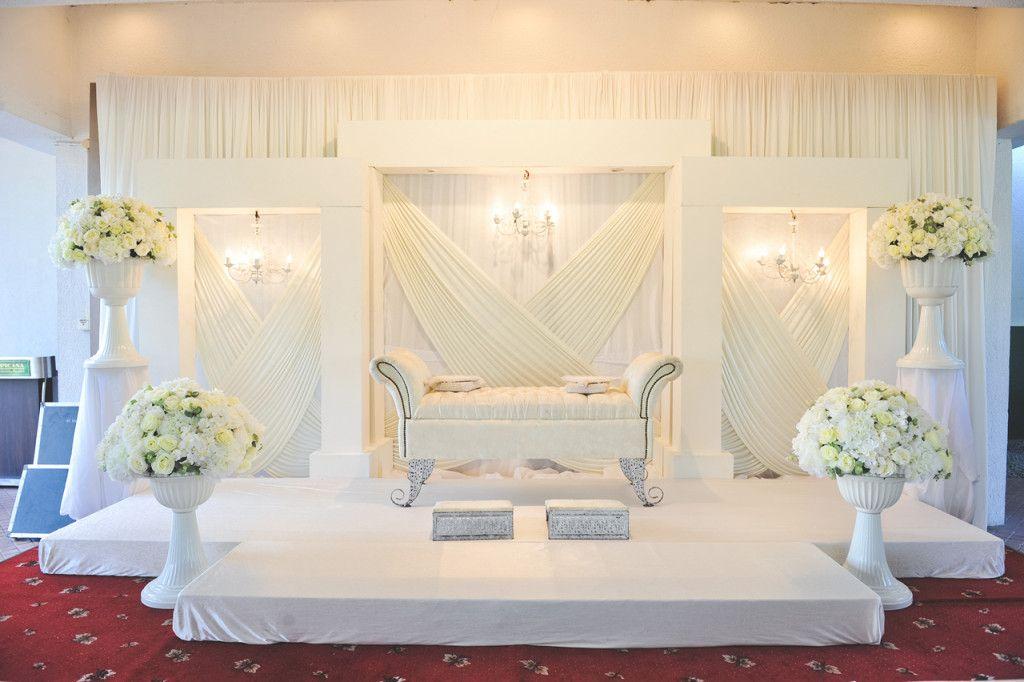 Elegant White Malay Wedding By Andrew Yep Photographie Wedding Stage Decorations Wedding Stage Malay Wedding