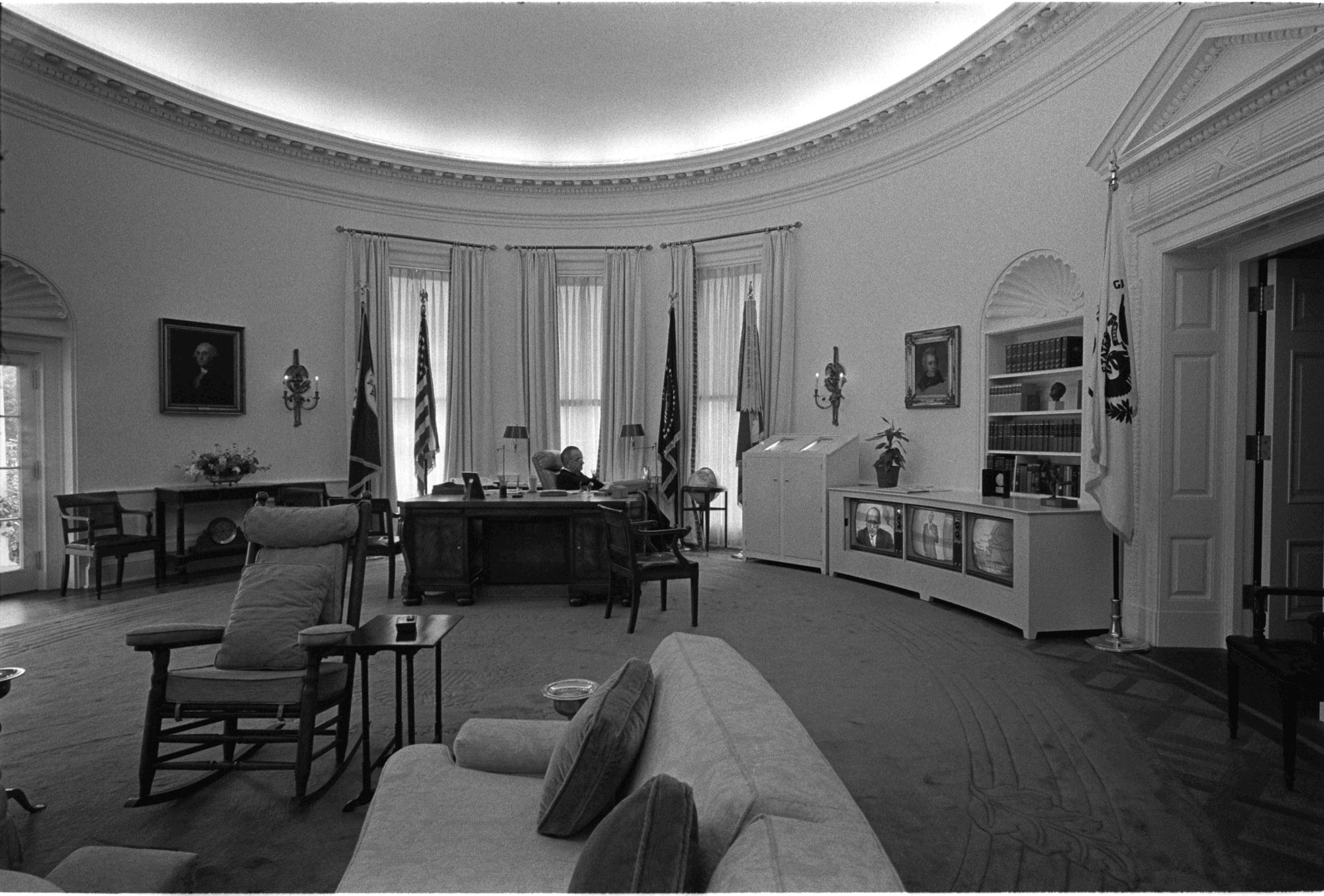 lbj oval office. LBJ In The Oval Office. Lbj Office Y