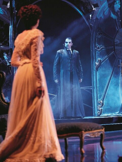 Liebe Stirbt Nie Musical In Hamburg Quelle Stage Entertainment Opera Ghost Phantom Of The Opera Fantom Of The Opera