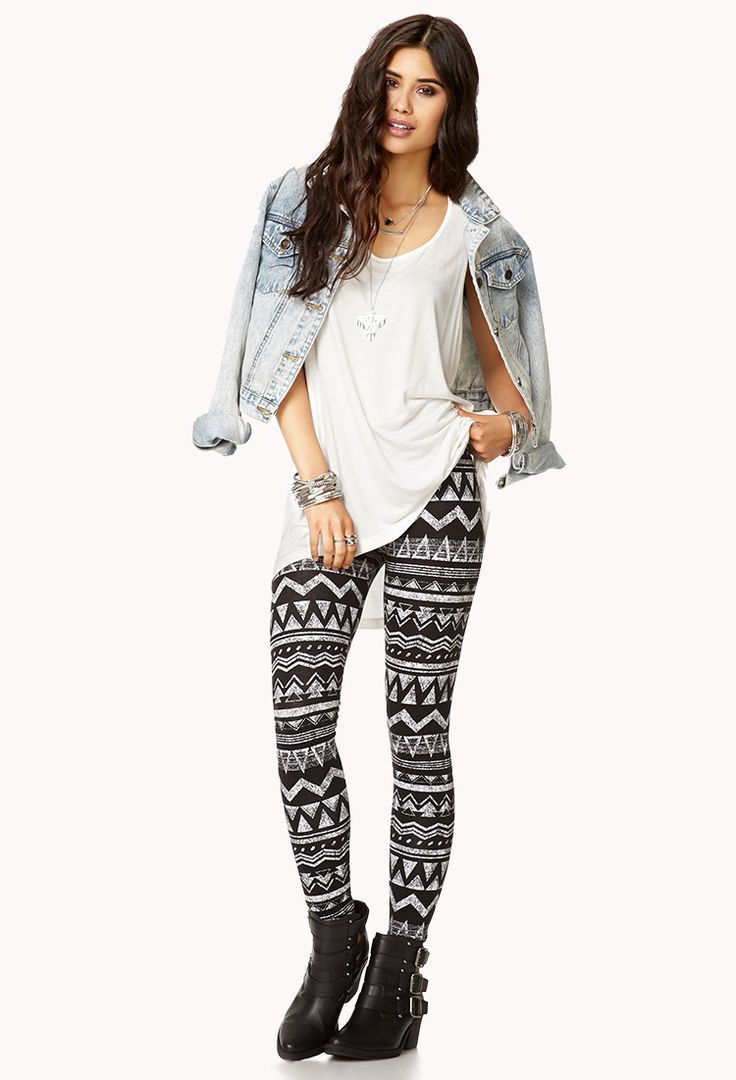 White and Black printed leggings outfits foto
