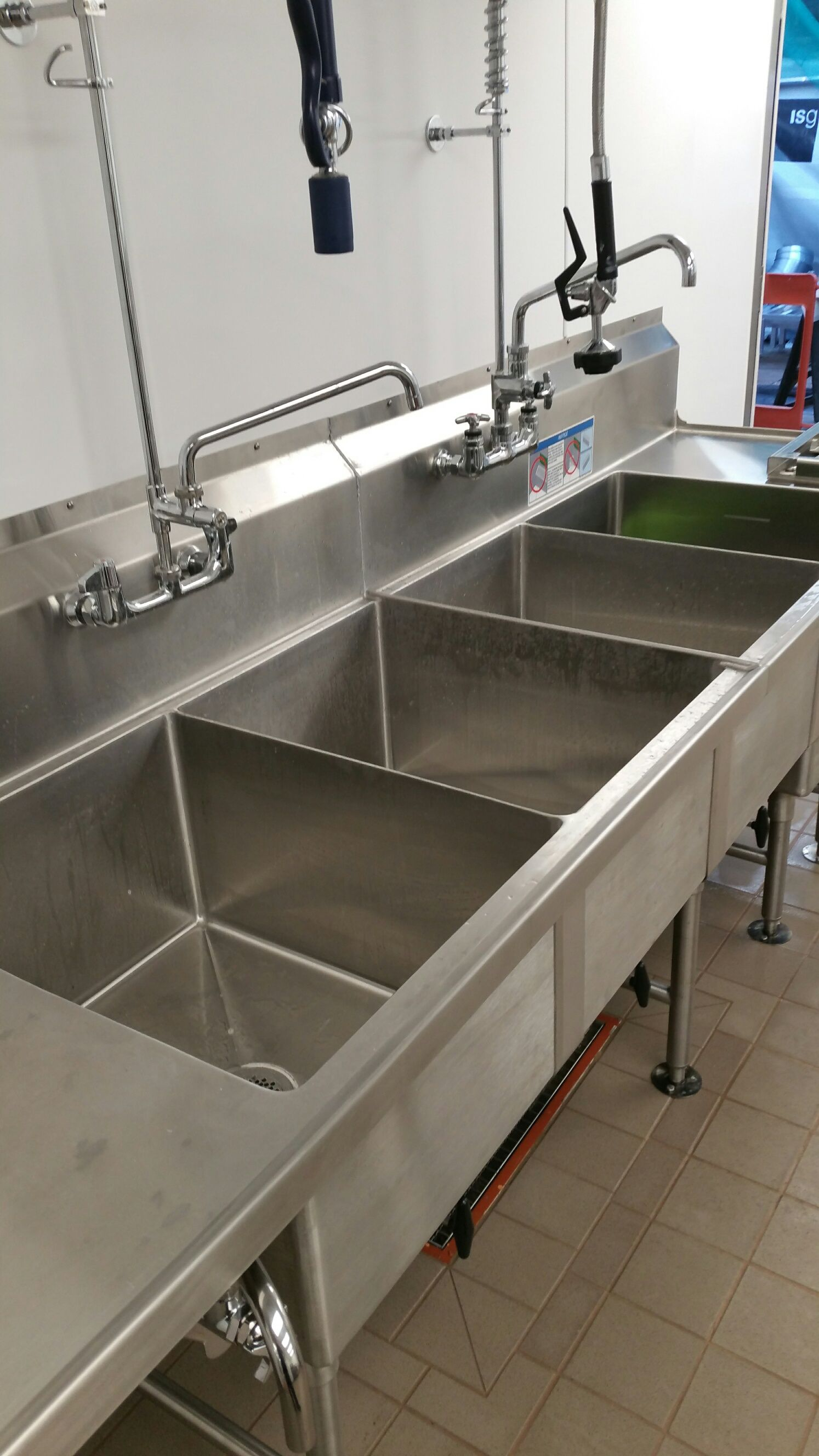 After the clean - Clean kitchen -http://www.fluidhygiene.com/specialist-cleaning/after-builders-cleaning/