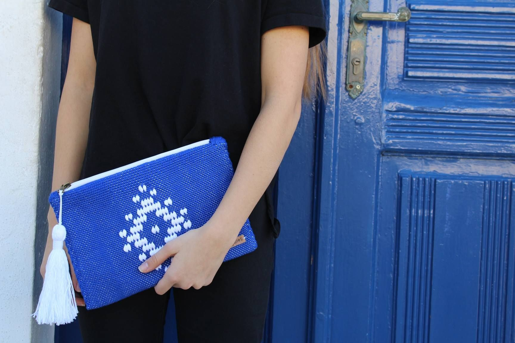 The founders of Argalios, Elias and Katerina started their business having zest and love for the Greek tradition . They have created a unique Greek product based in the traditional art of loom, with a modern touch that can satisfy even the most demanding audience.