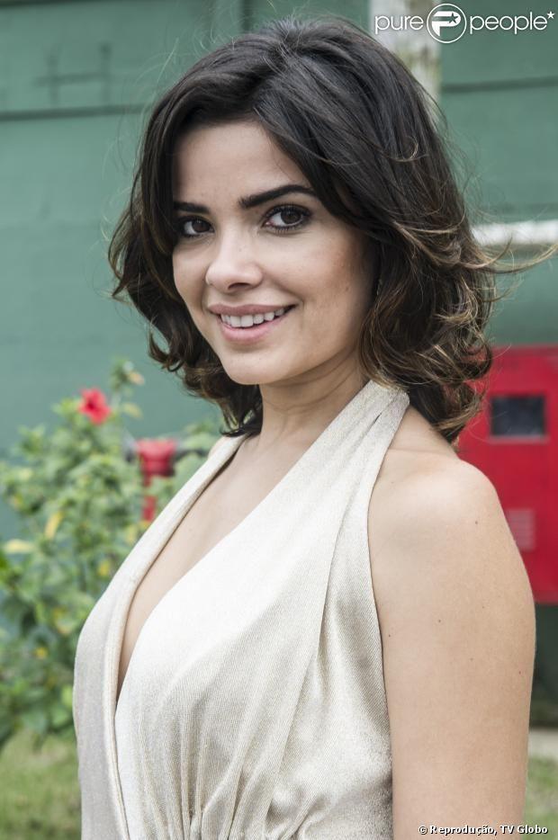 Vanessa Giácomo tem usado com macacões na nova fase de Aline, sua personagem em 'Amor à Vida'. A figurinista da novela, Labibe Simão, conversou com o Purepeople sobre o estilo da personagem