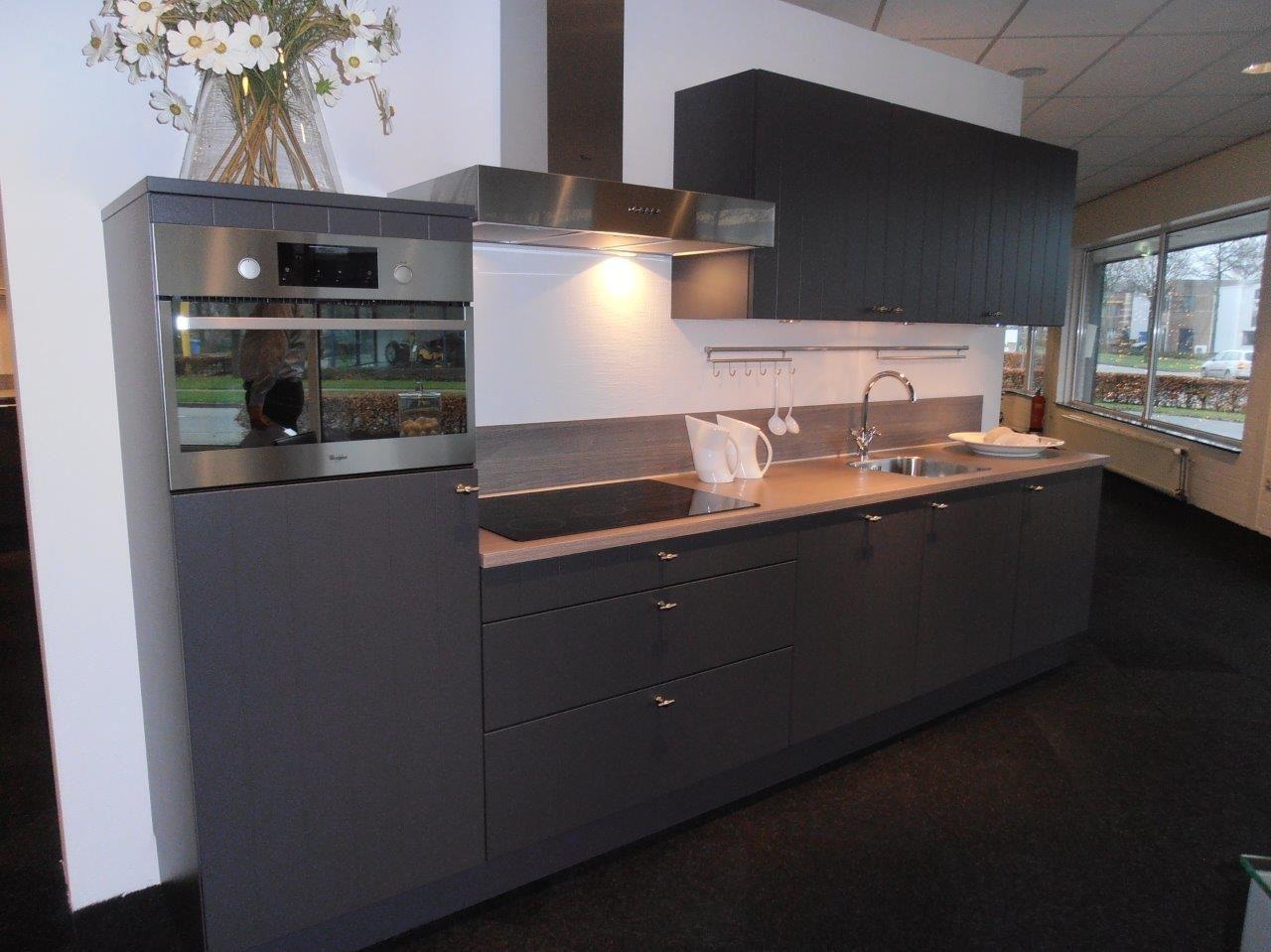 Keuken Van Antraciet : Rechte landelijke keuken in antraciet keuken in
