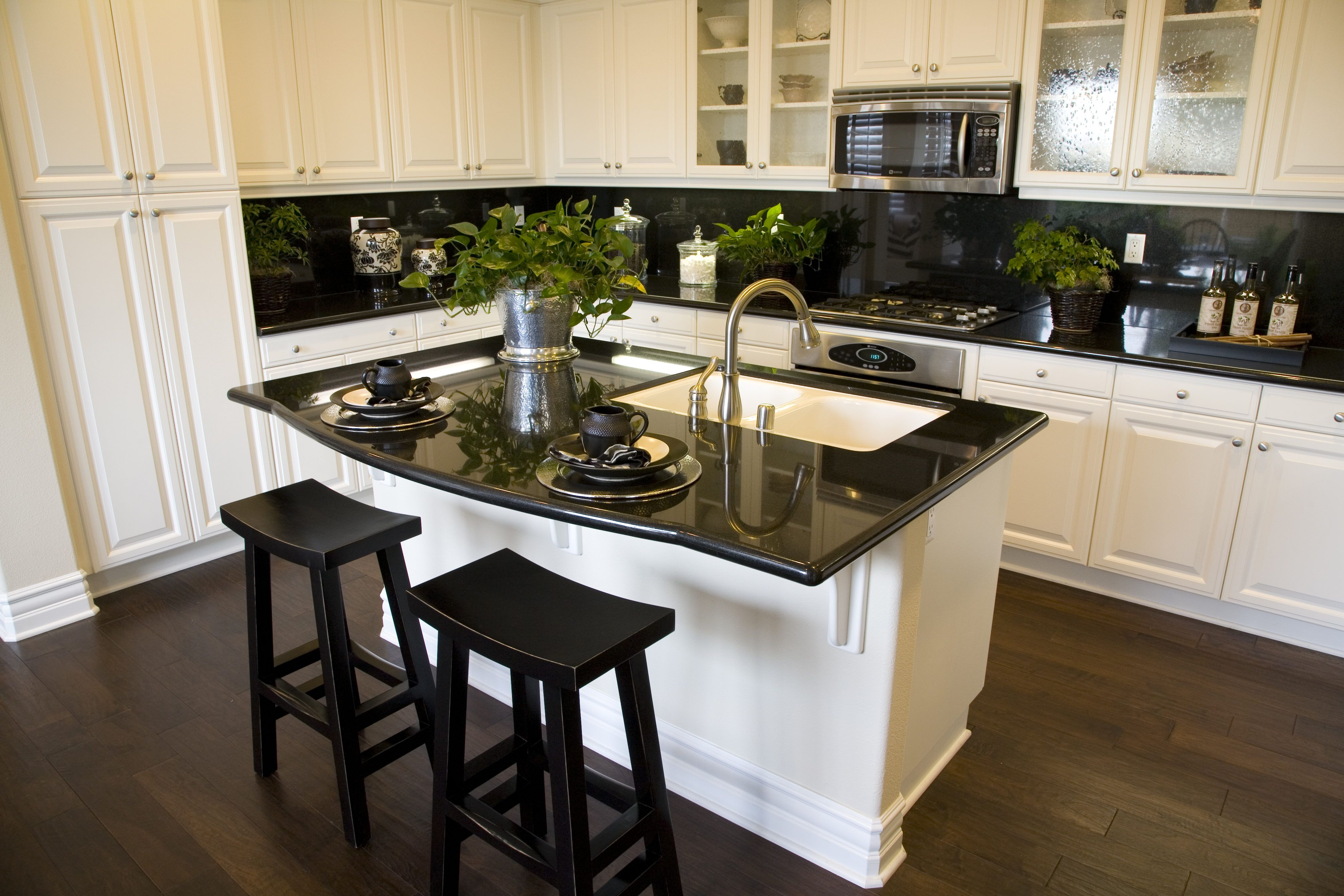 Selling Your Manufactured Home What Buyers Look For White Kitchen Traditional Traditional White Kitchen Cabinets Black Countertops