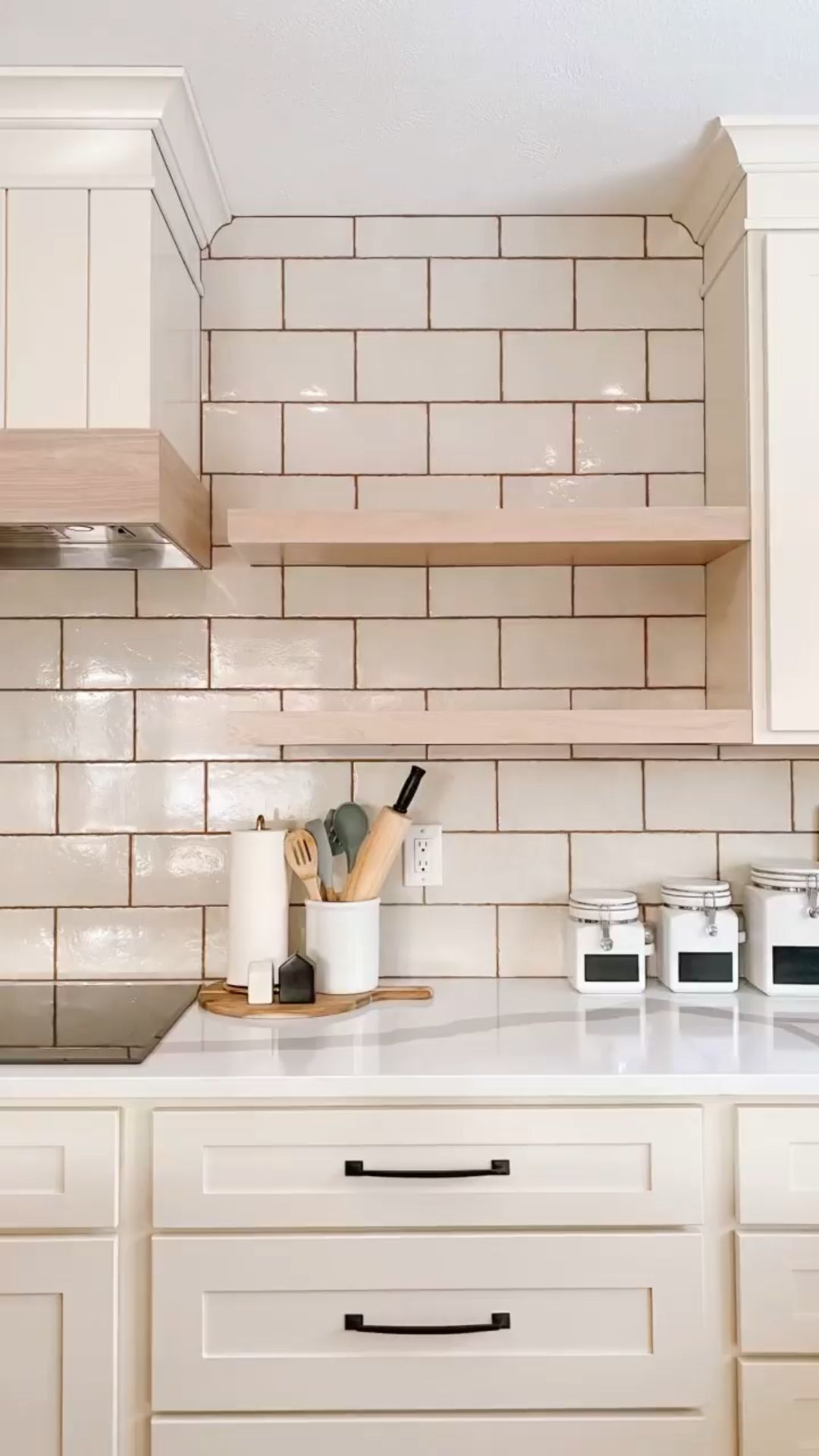 15 Pros & Cons of Floating Kitchen Shelves vs. Cabinets in 2021