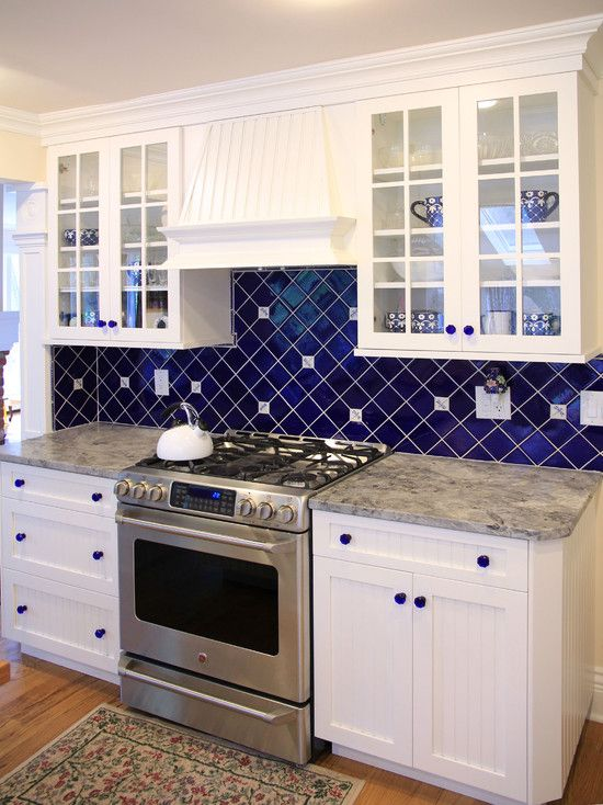 i love the cobalt blue colored backsplash, and accent knobs paired