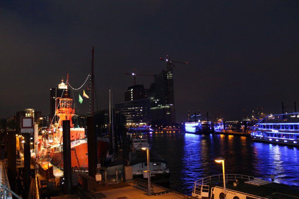 Hamburg Nacht Elbphilharmonie Feuerschiff Hamburg Schiff Nacht