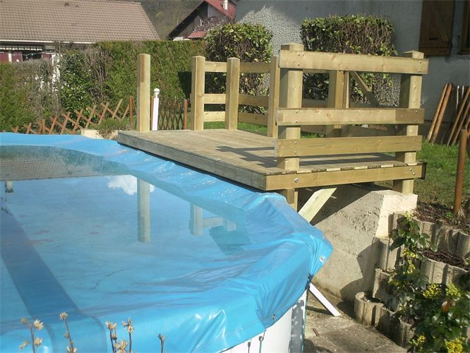 Deck piscine hors sol conception en bois sur mesure d 39 un for Piscine researcher