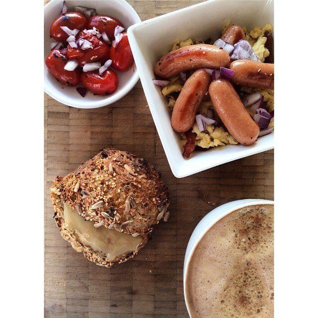 | b r u n c h t i m e ☕️ Efter rengøring af køkkenet og bagning af lækre kernestykker, stod den på homemade brunch med @mads_rasmussen_83  Så er bunden lagt til en dejlig lørdag, der står på boligmesse og mere oprydning  Ha' en vidunderlig dag ☀️ #brunch #saturday #morningslikethese #eggs #bacon #rigeligtmedpøller #coffee #iifym #bøfogbøfinde #bagning #kernestykker