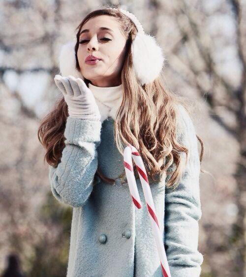 Ariana Grande Christmas Wallpaper: Ariana Grande, Ariana