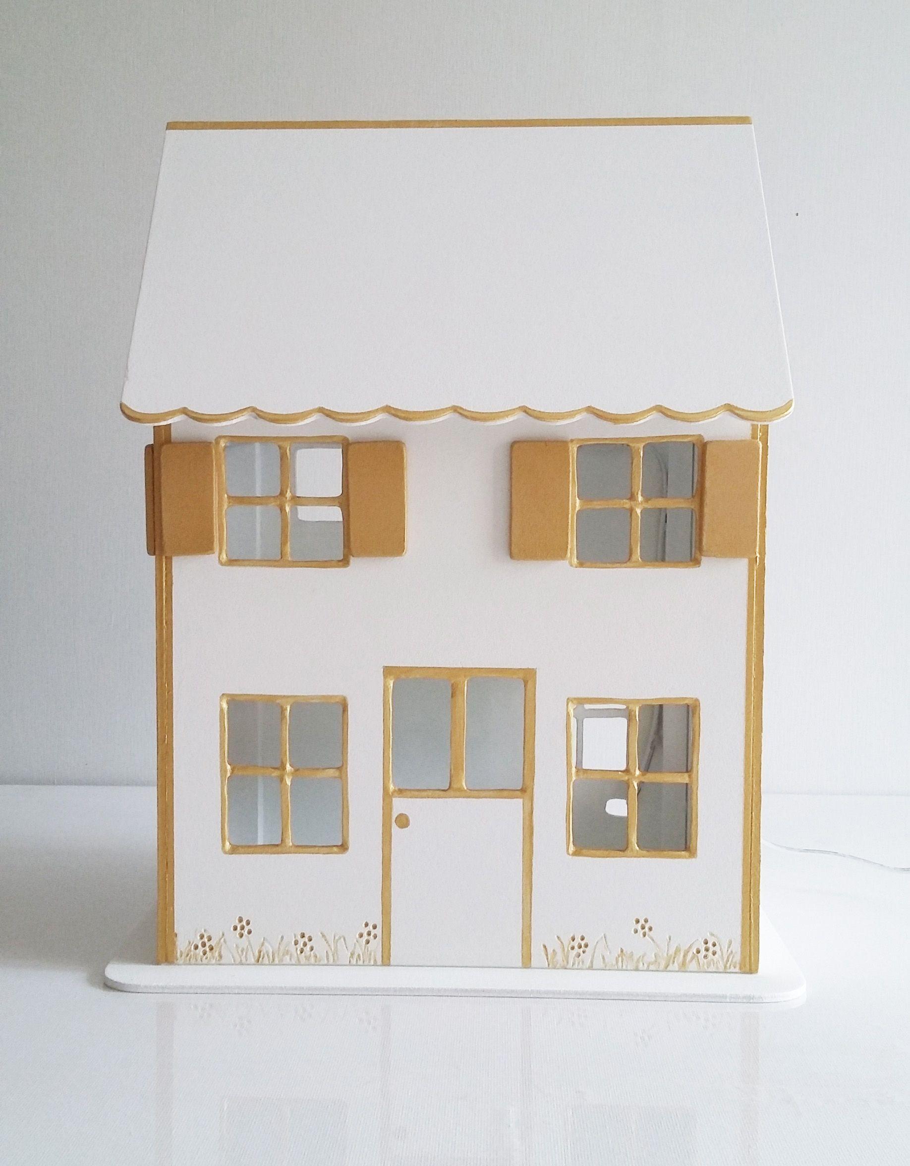 Maisonnette veilleuse en bois, pour chambre d'enfant. Eclairage led. dimensions: 24*30*16 cm