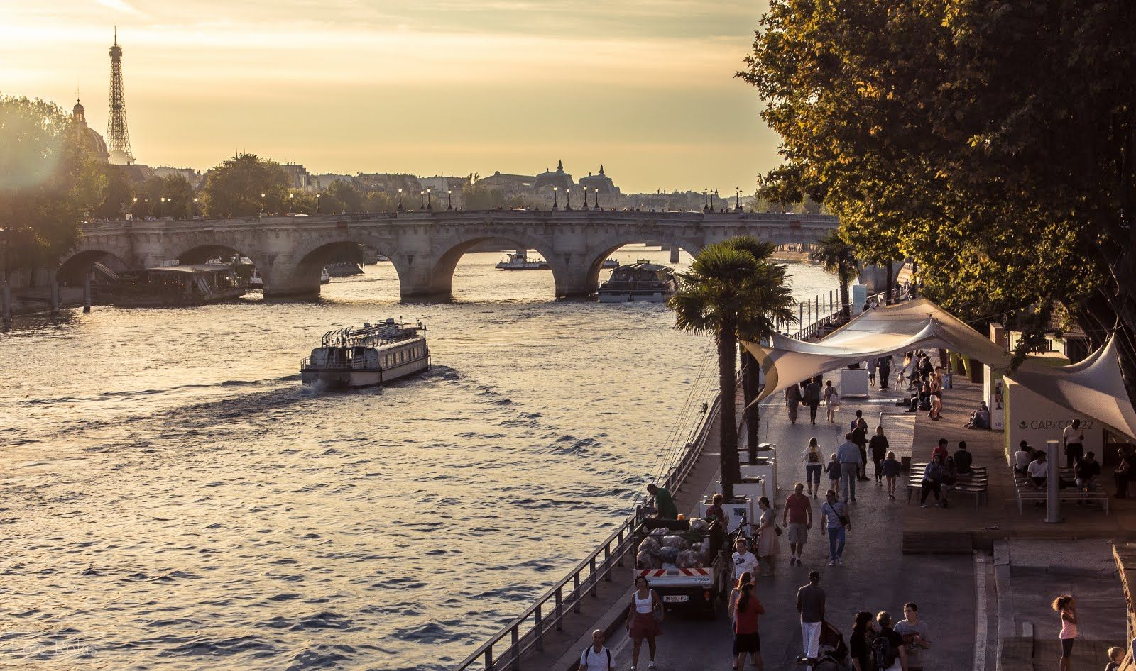 New photo in my blog: A stroll next to the #Seine river, #Paris