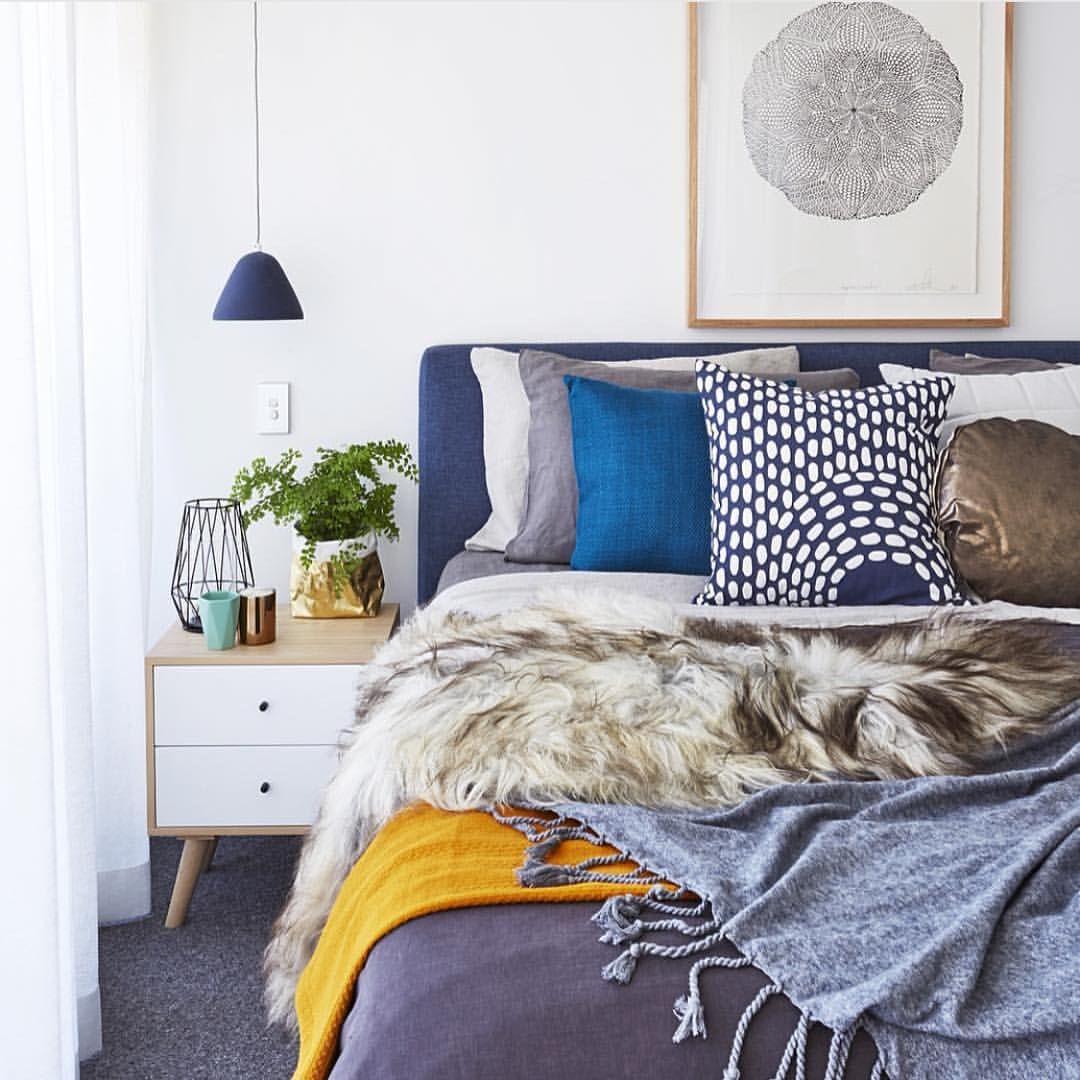 Fresh bachelor bedroom by @lilyroseinteriors ✔️ Love the print! #mandalaprint #lumiereartandco #regram