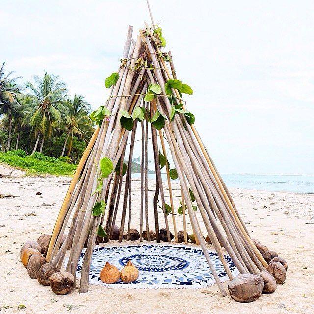 Shelter  by follow traveller @gypsea_lust we love the way you think  #sunday #beachvibes #happydaze #tropical #followthevista
