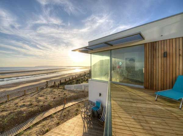 Contemporary Beach House with Transparent Glass Wall DigsDigs