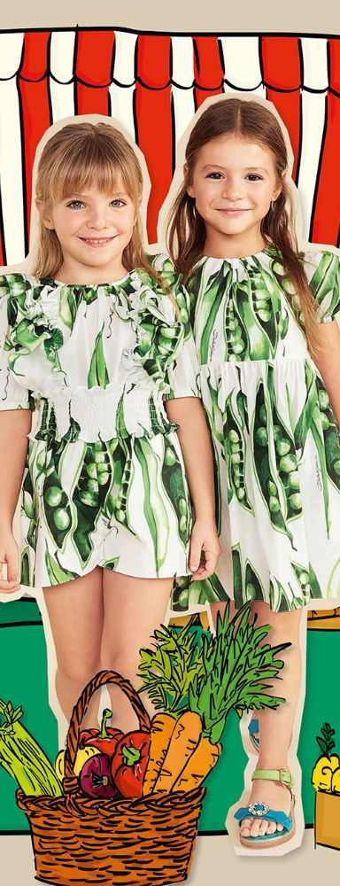 501e8bf04ada DOLCE   GABBANA Baby Girl Mini Me White Green Bean Print Dress for Spring  Summer 2018. Love this delightfully pretty mini me look inspired by the D G  ...