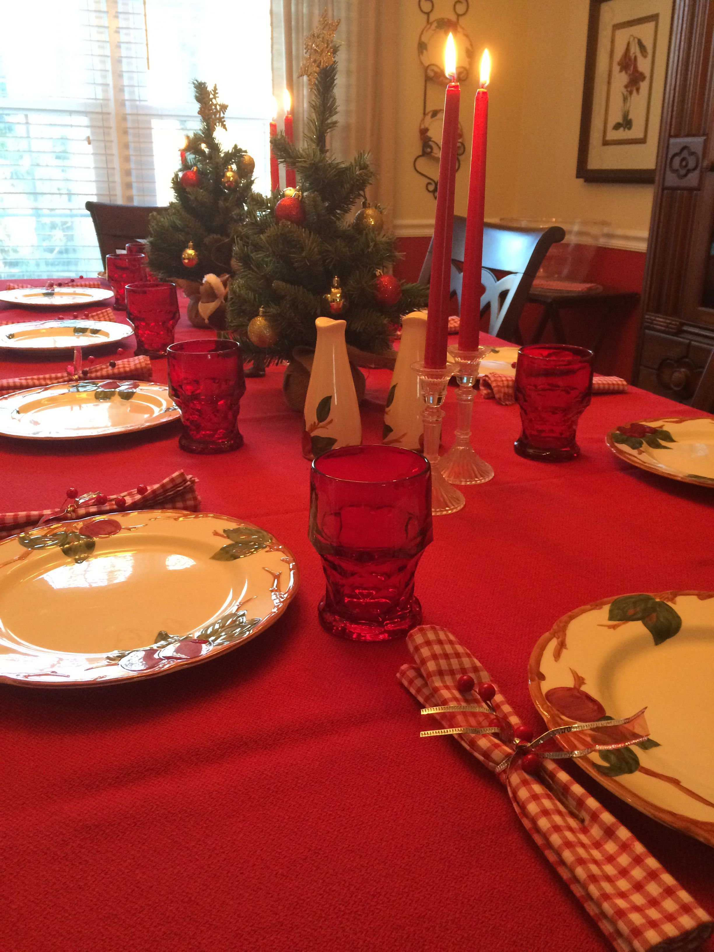 A beautiful Christmas table set up perfect for any friends or family gathering. This & A beautiful Christmas table set up perfect for any friends or ...