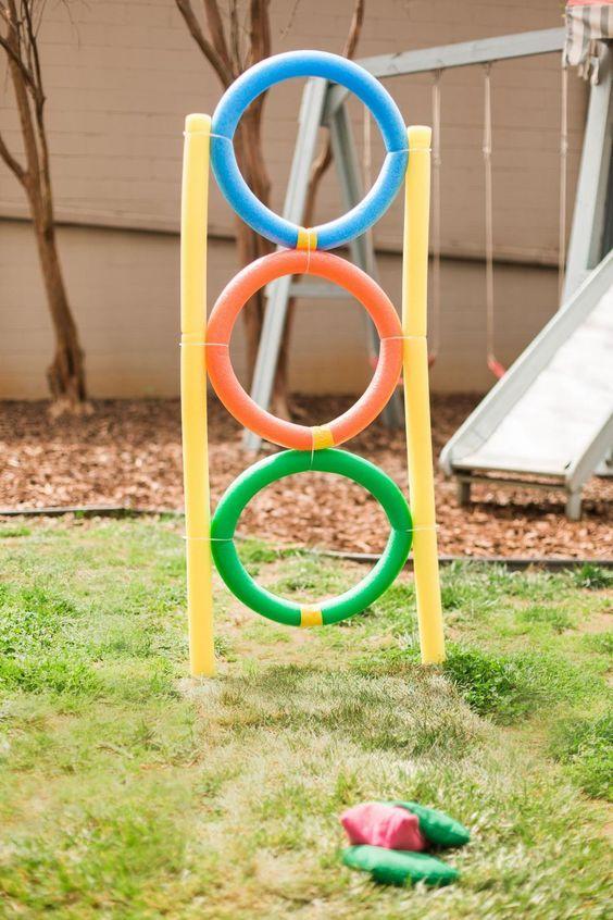 Photo of 10 maneras de convertir los fideos de piscina en juegos infantiles casi gratis para el jardín