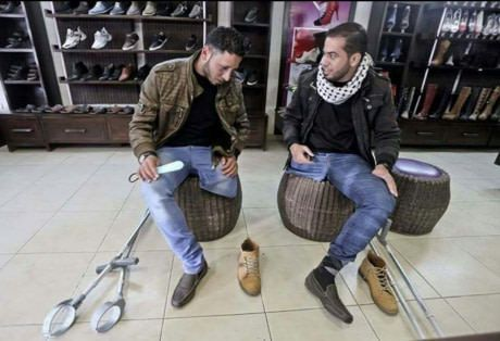 Two Palastinian friends lost their legs in an air-strike, so now they share the same pair of shoes
