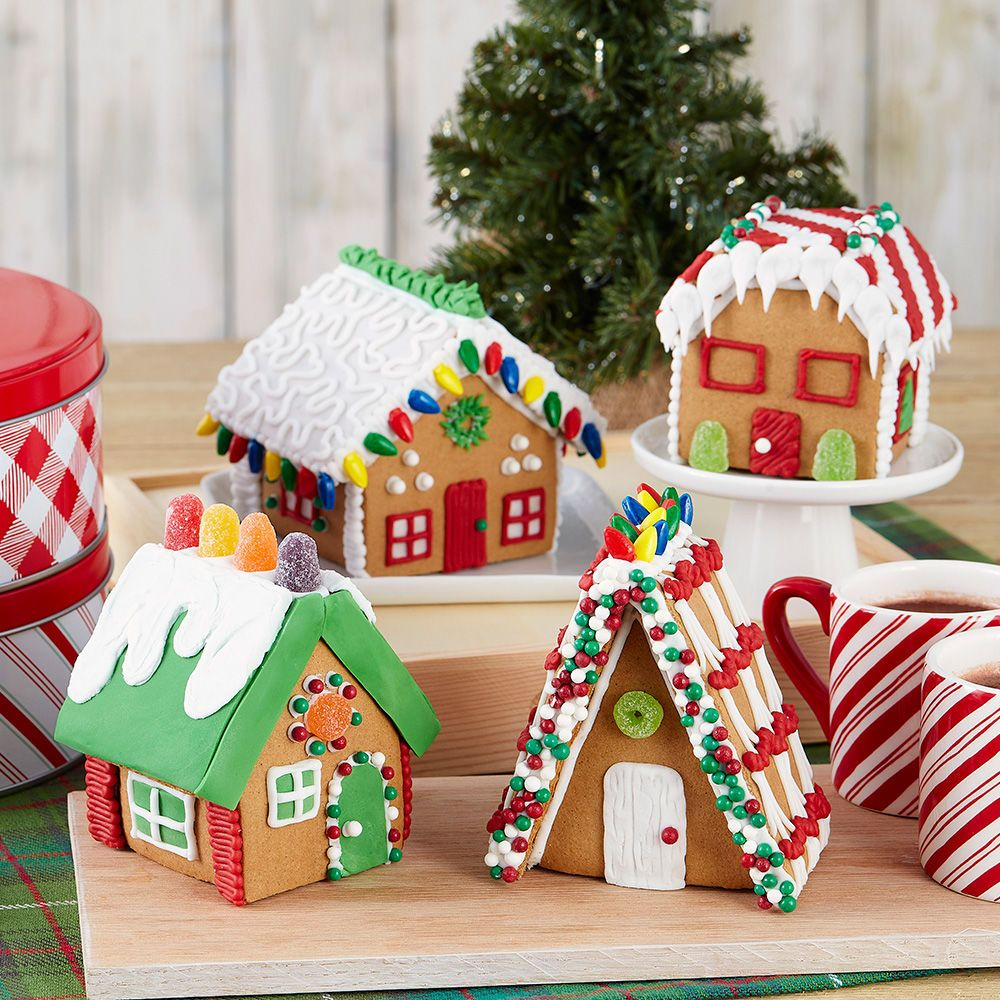 Create a charming gingerbread village of little houses
