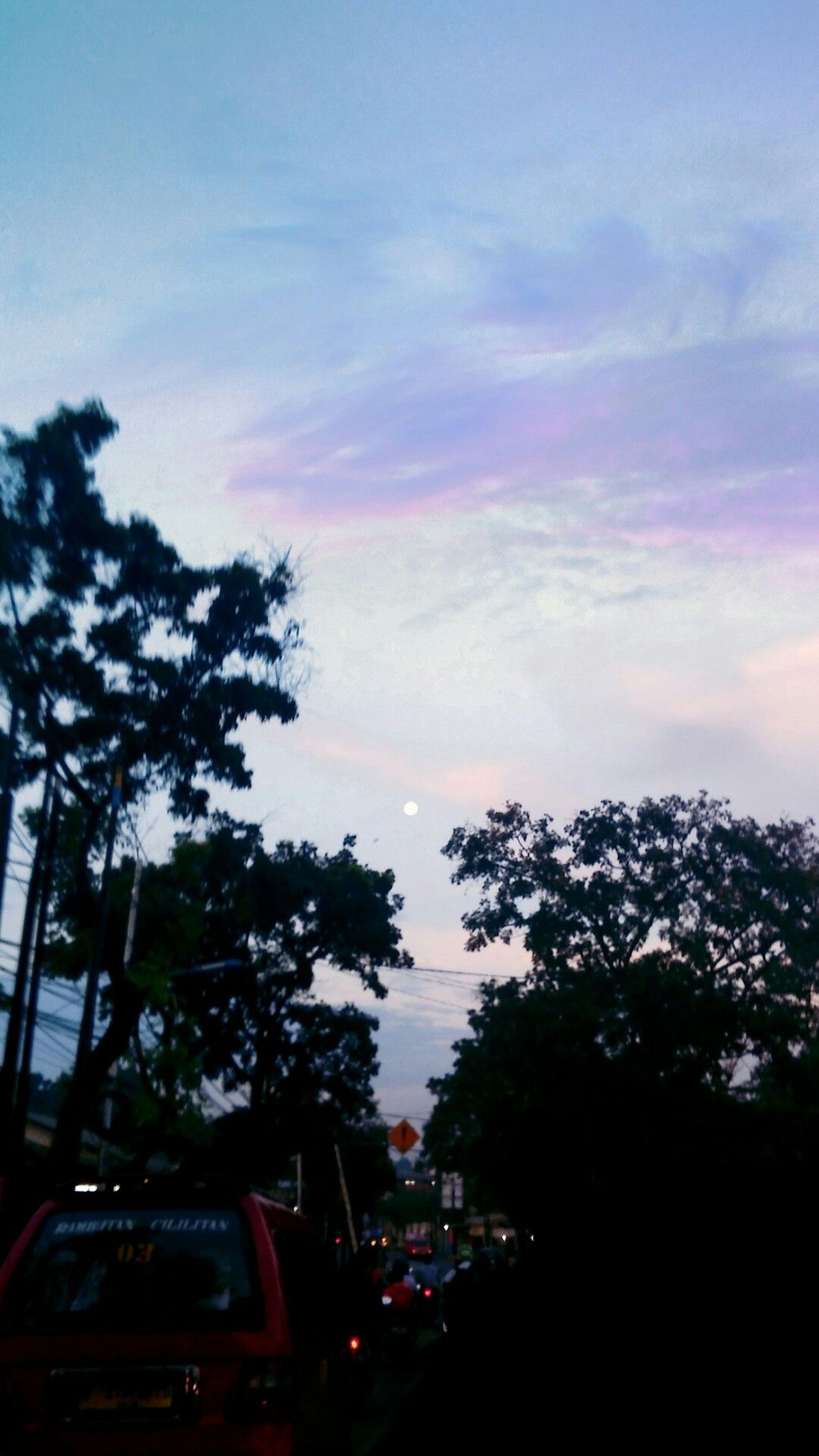 Langit sedang berseri, maka ceritakan lah tentang mu hari