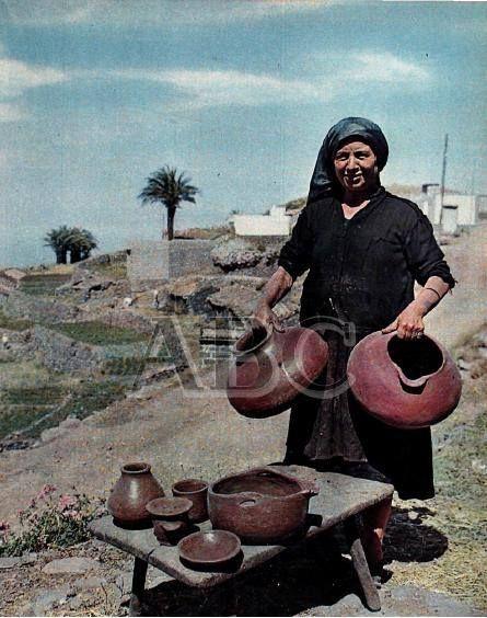 Doña Guadalupe, alfarera de la Isla de la Gomera.