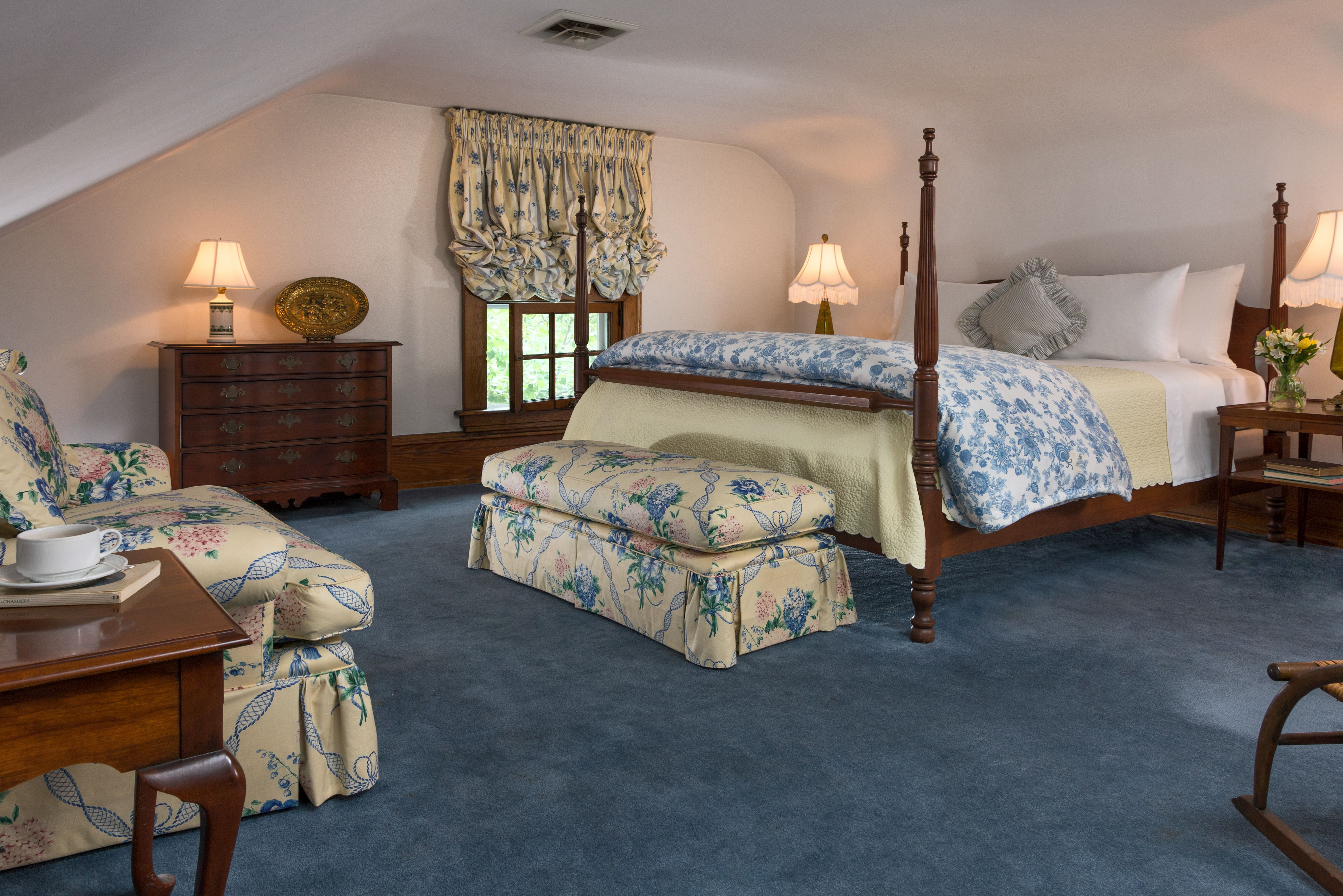 Romantic Retreat (Extravagant Room - King Bed, Bathroom with Claw ...