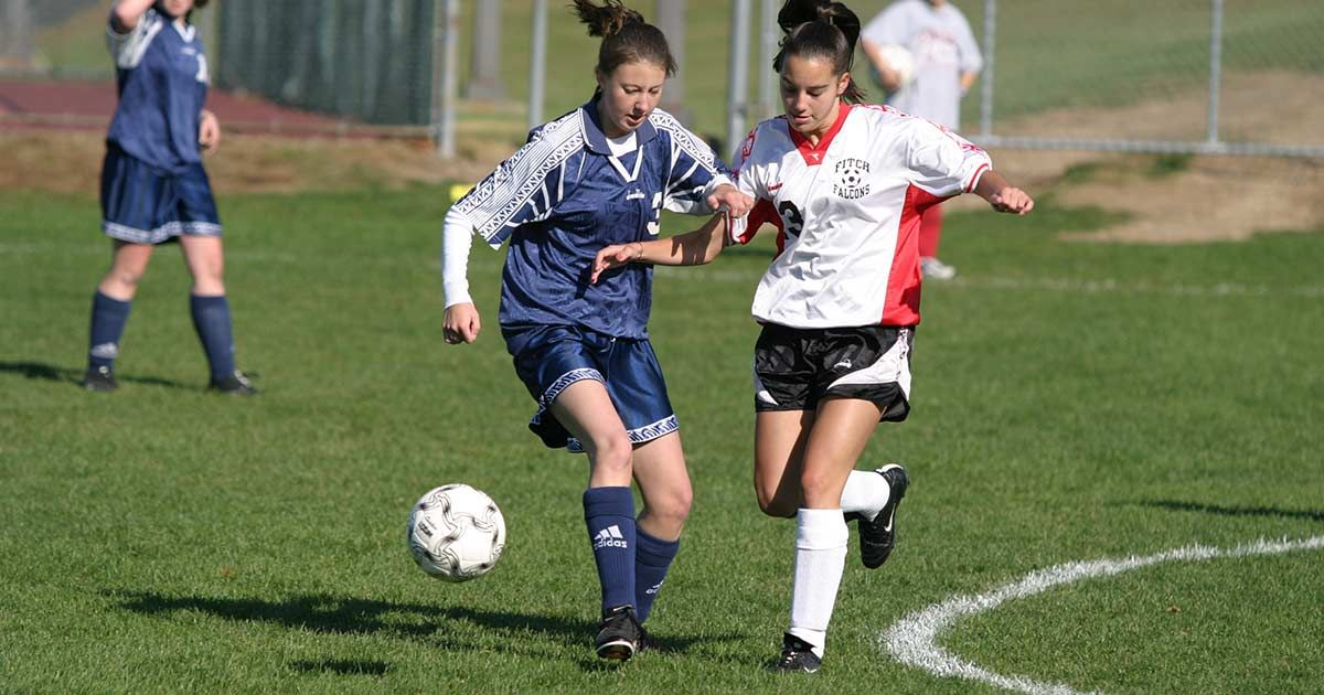 West Portland Physical Therapy Clinic Offers Free Annual Pre Season Sports Screening To Help Preve Female Soccer Players Girl Playing Soccer High School Sports
