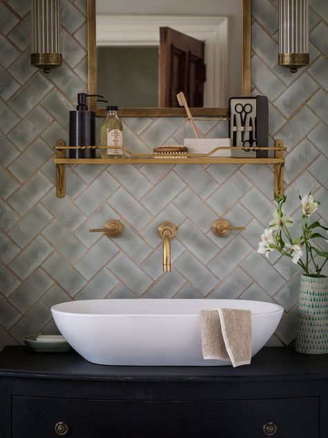 Brass fittings with a warm lustre and tiles with a shimmering finish