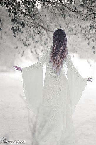 Pingl par fenny trimb sur dames blanches robe - Robe reine des glaces ...