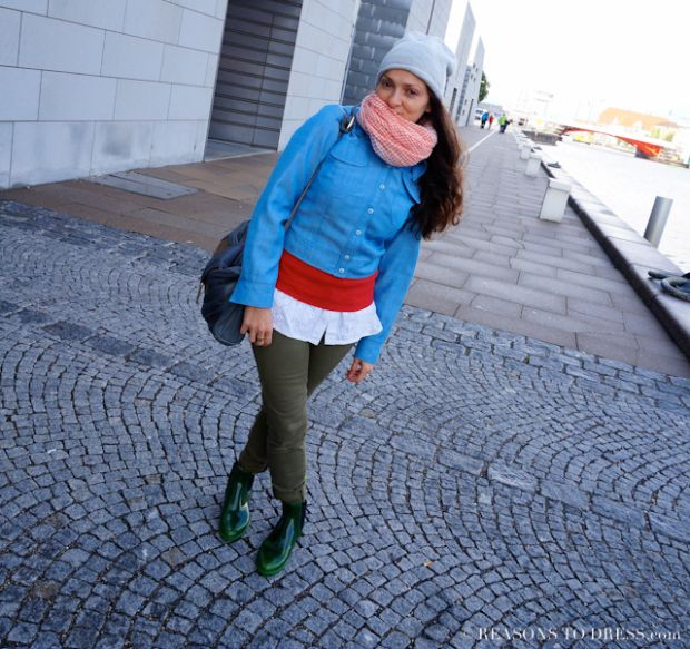 A great look for Fall - layer a big scarf, cardigan, chambray vest with chelsea rain boots and military green jeans.  Part of the Reasonstodress.com series on real Italian mom street style and style outfits from Italy.