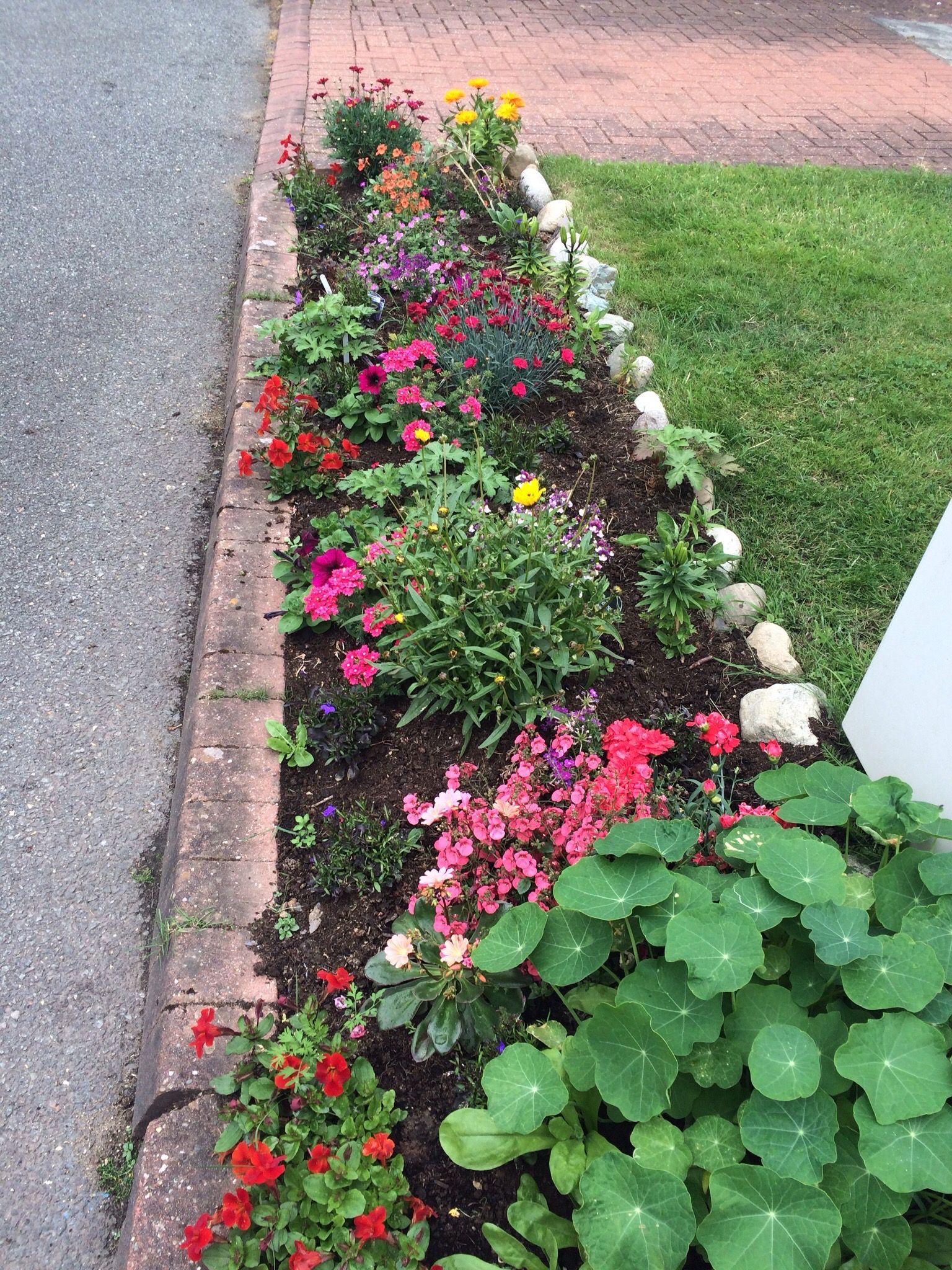 Small border Small garden, Outdoor decor, Garden