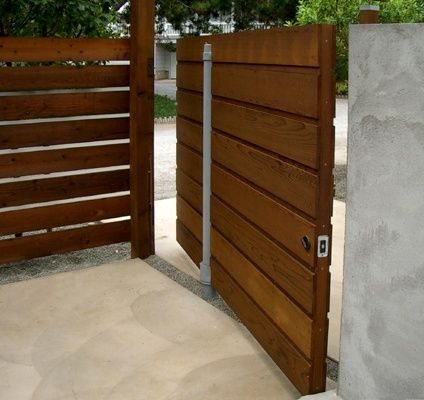 Bildergebnis Fur Pivoting Wood Gate Contemporary Landscape Design Wood Gate Contemporary Landscape