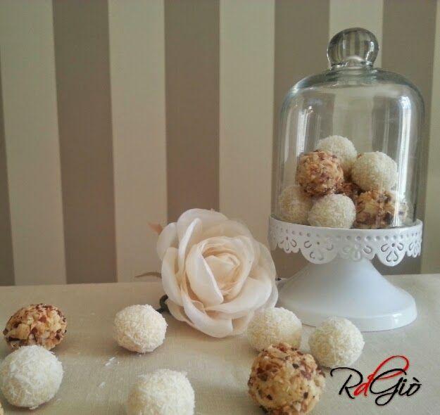 Bon Bon di Cioccolato bianco http://ricetdiariodigio.blogspot.it/2014/06/bon-bon-di-cioccolato-bianco.html