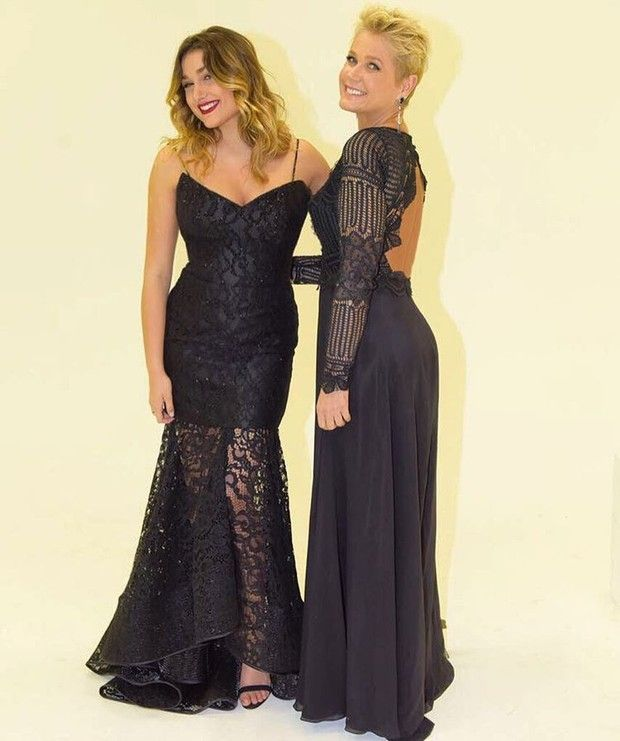 Vestido de formatura preto com renda
