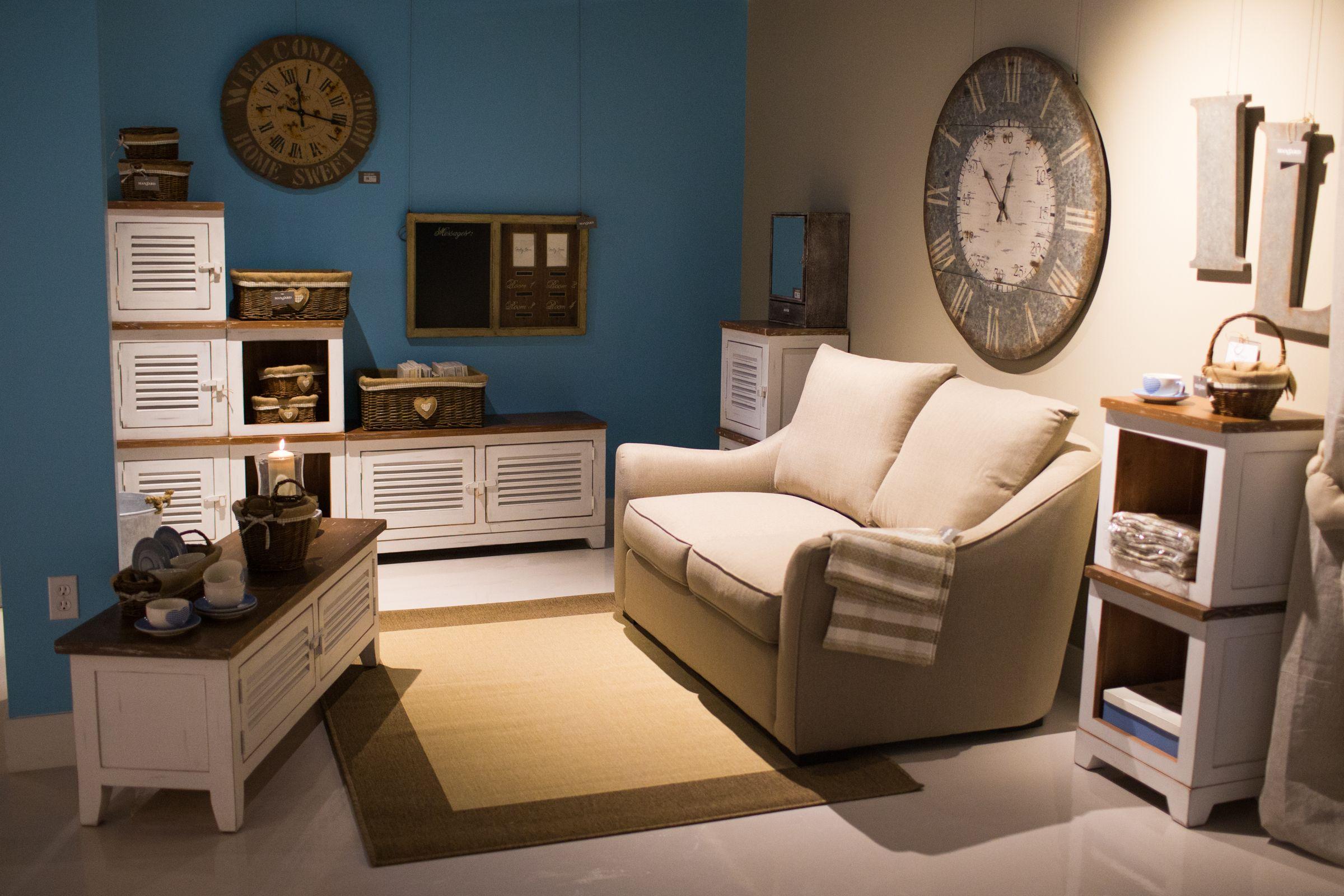 Salon Decore Par Mansard Boutique A Laval C Jimmy Hamelin Mobilier De Salon Mansarde Salon