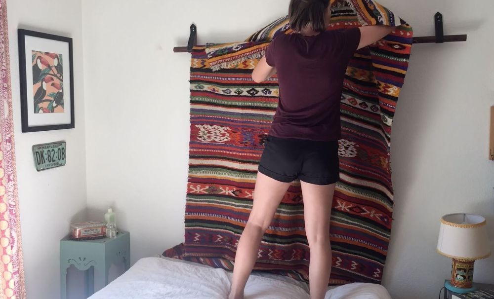 How to Hang a Rug With a Dollar Store Belt | Hanging ...