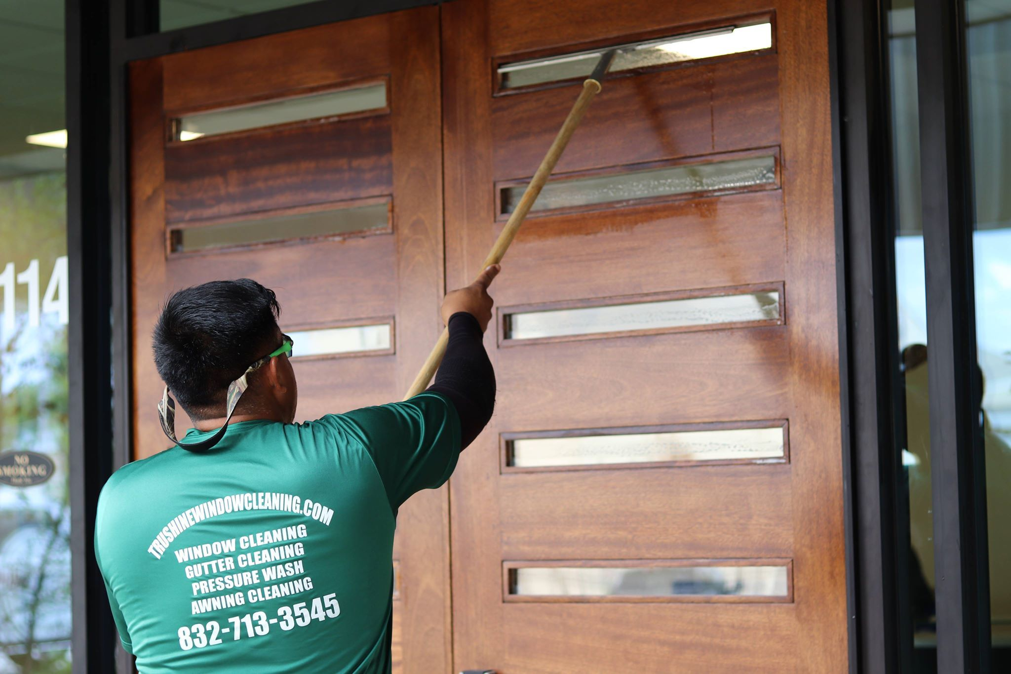 Houston Window Cleaning Is A One Stop Window Cleaning Brand In Houston With A Large Customer Base And A Window Cleaning Services Window Cleaner Washing Windows