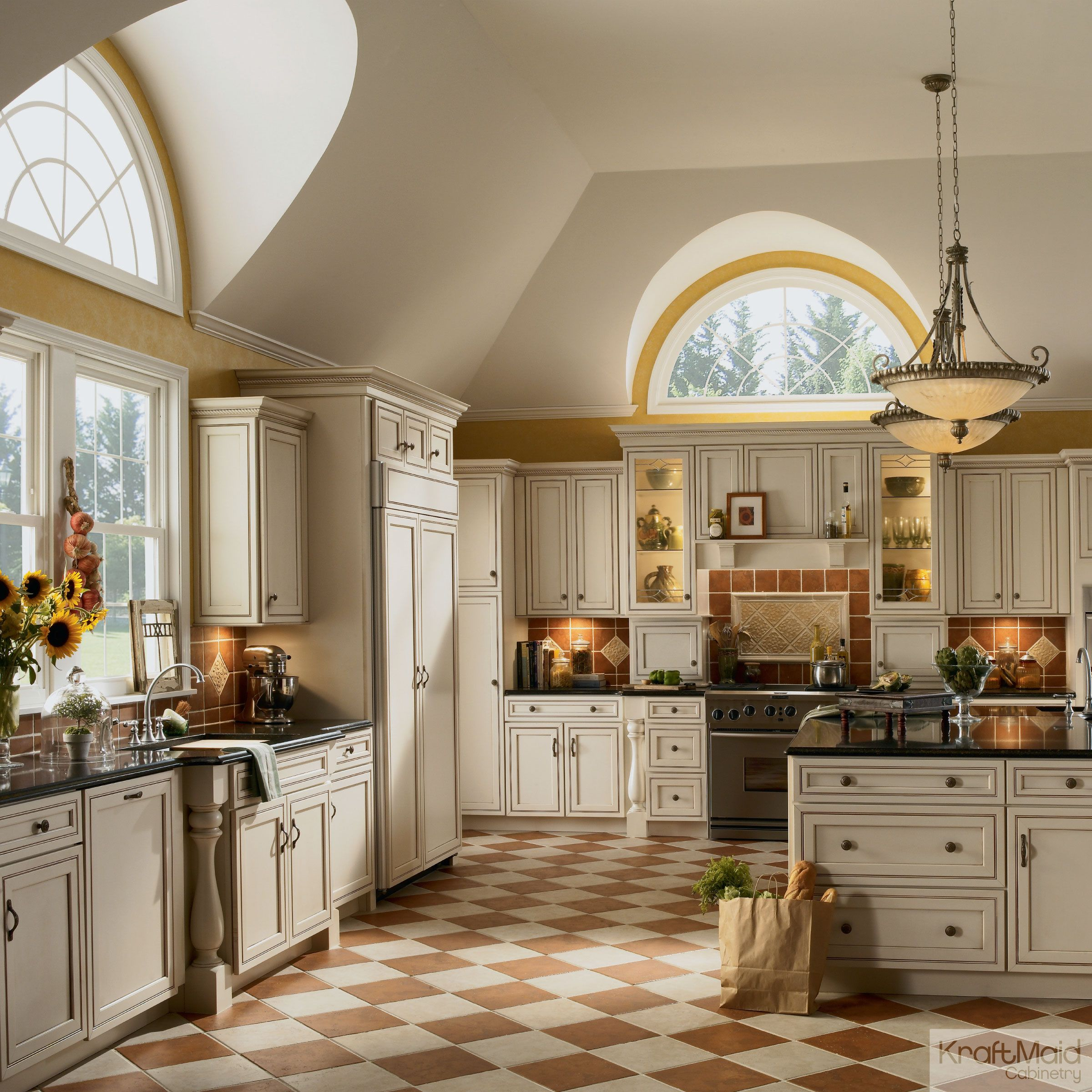 the look of this luxury kraftmaid kitchen can be applied to any size rh pinterest com