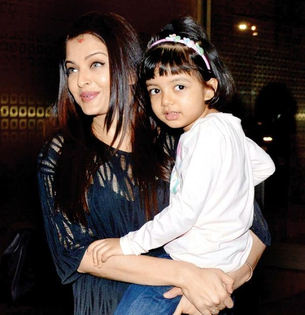 Here S Why Aishwarya Rai Bachchan Is So Protective Of Her Daughter Aaradhya Aishwarya Rai Aishwarya Rai Bachchan Aishwarya Rai Photo